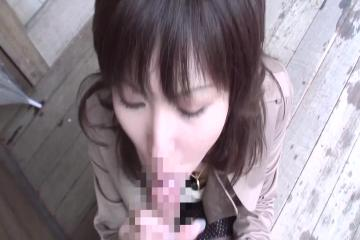 Asian Girl Suck Cock On The Train