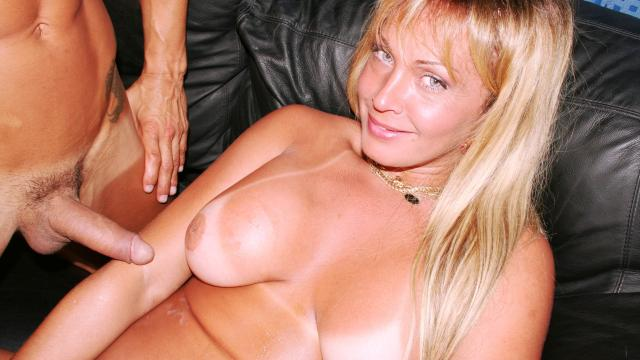 Blonde Shemale Love Muscle Man And Giant Cock