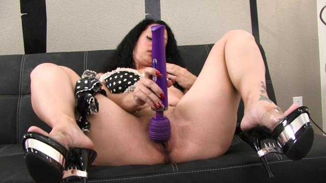 Horny Grandma Try Dildo And Squirt